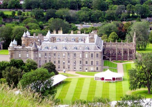 El palacio de Holyroode es la residencia de verano de la reina Isabel II.