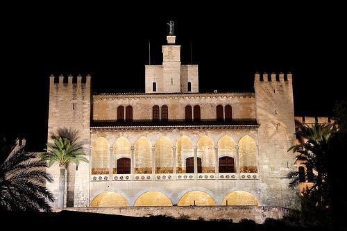 L'Almudaina es uno de los monumentos más destacados de Palma.
