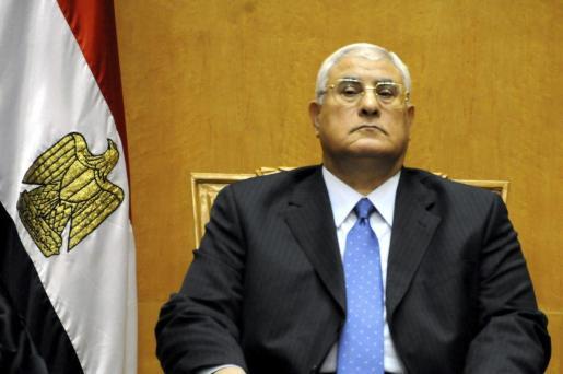 El nuevo presidente interino de Egipto, Adli Mansur, antes de jurar su cargo ante la asamblea general del Tribunal Constitucional Supremo.