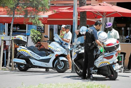 Un gran número de agentes se desplegaron por Platja y centro de Palma.