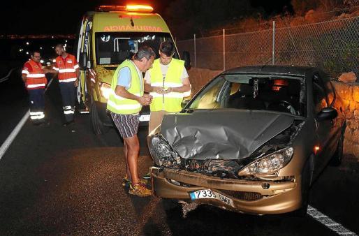 El personal del SAMU-061 trasladó a una conductora hasta un centro hospitalario de Palma. Fotos: VASIL VASILEV