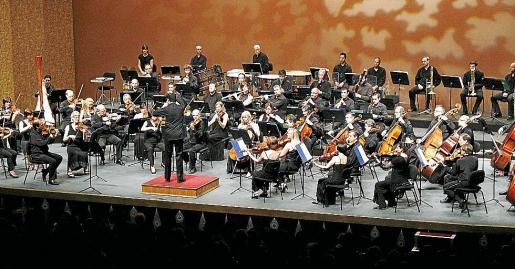 La Simfònica, ayer durante el concierto benéfico en el Auditòrium. Fotos: JAUME MOREY