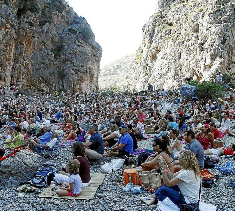 Miles de personas asistieron a un concierto emblemático del verano.