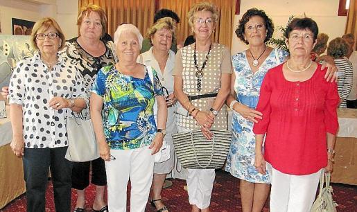 María Miralles, Maria Garcies, Paquita Peremiquel, Isabel Mª Capellà, Aina Mª Salvador, Susy Pérez y Catalina Pou.