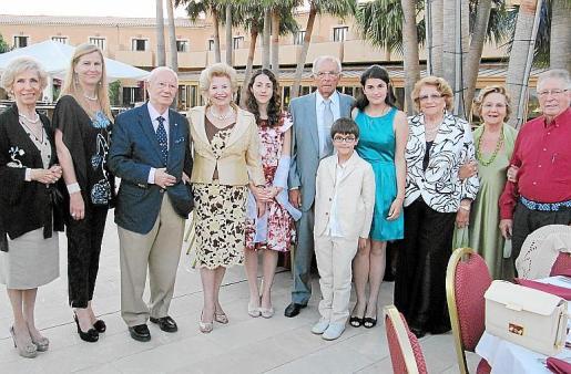 Rosa Mª Martín, Bàrbara Pons, Emilio Blanco, María Fullana, Aina Maria Colomer, Rafael, Marina y Arnau Prohens, Huguette Mestre, Pili de Palmer y Jacinto Martínez.