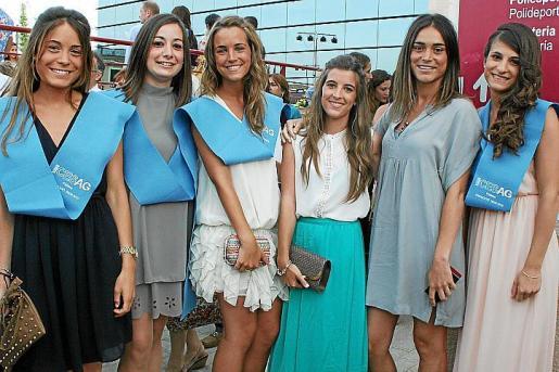 Cristina de Unzueta, Antonia Massip, Cristina y Marta Albertí, Marta de Unzueta y Cristina Gual