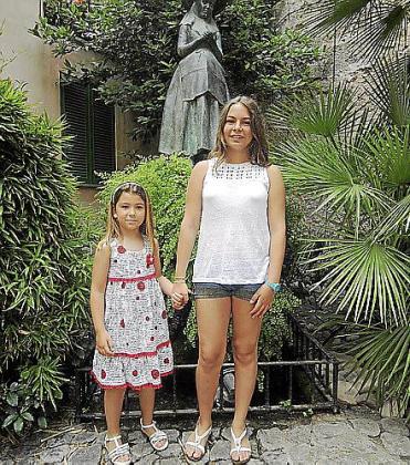 Aína Mulet, de 6 años, será la representante de la Beata 2013. Rosa Llabrés será s'Hereva 2013 a sus 12 años.