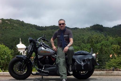 Sergi Arola, con su Harley.
