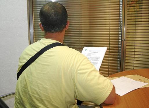 El auxiliar de vigilante del hospital de Son Espases, durante la entrevista con este diario.