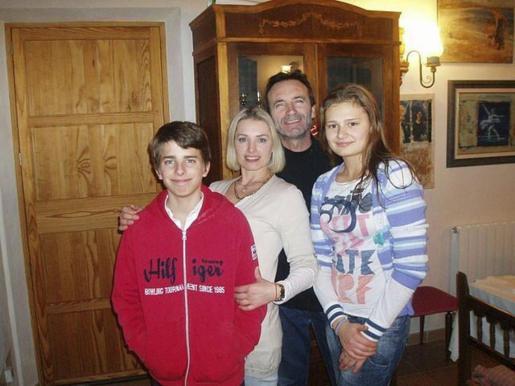 Andreu, con su hijo Andreu, su exnovia Inna y la hija de ella, Iulia