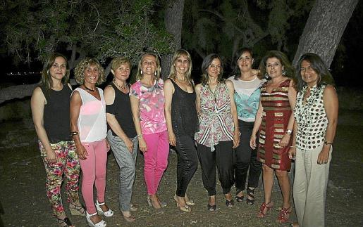 Gloria Máñez, Cati Femenía, Isabel Moragues, Andrea Garcáa, Malén Vaquer, Amparo Solanes, Mercedes Varela, Manuela Rodríguez y Elena Larrea.