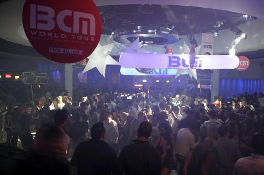 Cientos de jóvenes disfrutaron de la música de BCM, imágenes de Mallorca, regalos y sorteos para venir a la Isla.