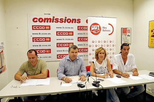 Javier Carrión y Pep Ginard de CCOO junto a Ana Landero y Javier Marín de UGT.