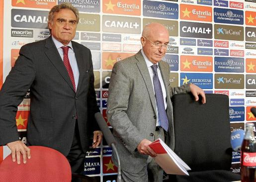 Los apoderados del Real Mallorca, Gabriel Cerdà y Serra Ferrer. La decisión de hacia adónde dirigir las ayudas al descenso marcarán sin duda el futuro del club balear y un error estratégico podría desembocar en la liquidación.