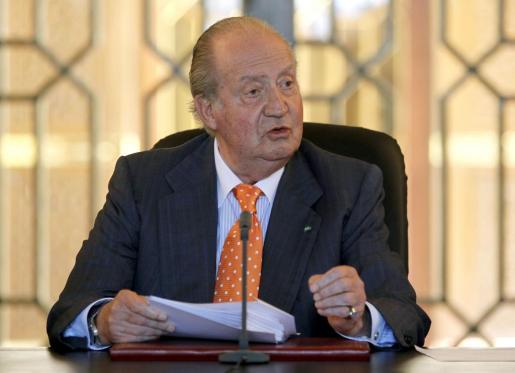 El rey Juan Carlos, durante su intervención en la clausura del encuentro en Rabat entre 26 rectores de universidades españolas y marroquíes, en el tercer día de su visita a Marruecos.