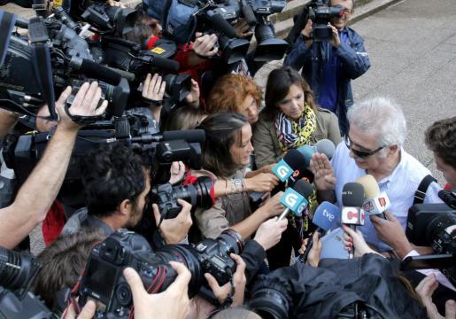 El interventor del Alvia accidentado el 24 de julio, Antonio Martín Marugán, atiende a los medios a su llegada para declarar como testigo ante el juez Luis Aláez.