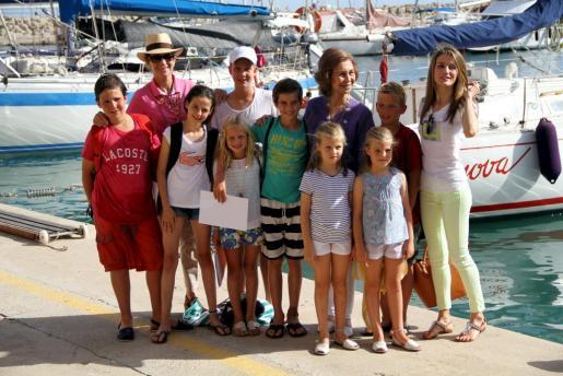 Doña Sofía, la infanta Elena y la princesa Letizia han posado junto con los niños de la Familia Real en Calanova.
