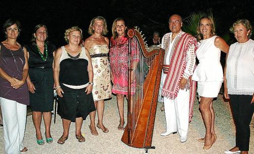 Catalina Garau, Catalina Mas, Marta Castro, Toya de la Vega, María Rosa Cerdó, Vinicio Morai, Paquita Deudero y Loli Sarralde.
