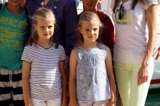Las infantas Leonor (izq.) y Sofía, en Calanova.