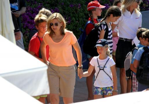 Irene Urdangarin con su madre, la infanta Cristina, durante su estancia en Palma.