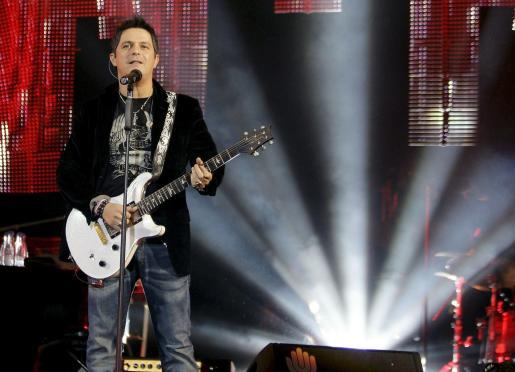 """El cantante madrileño Alejandro Sanz, durante el concierto que ofreció para presentar en directo los temas de su último disco """"Paraíso Express""""."""