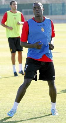 Michael Pereira entrena con normalidad en Son Bibiloni, pero es consciente de que puede estar viviendo sus últimas horas como jugador del Mallorca.