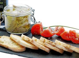 Atún en Oli de Mallorca D.O. con tostadas y tomate ramallet