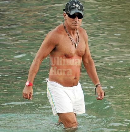 El rockero se mantiene en forma y luce una estupenda forma a sus 63 años.