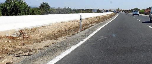 Las zonas con escasa presencia de plantas se suceden en la autopista.
