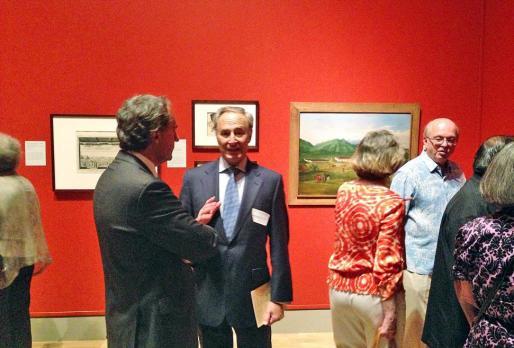 El cónsul Enrique Ruiz y Javier Piñanes, en la inauguración de la exposición.