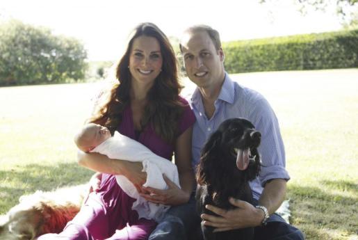La pareja real y su bebé están acompañados por Lupo, su perro cocker spaniel.