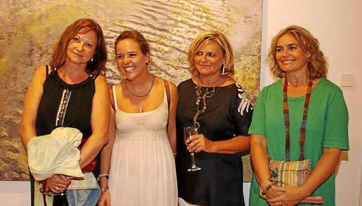 Montse Martorell, Marta Puig, Dolors Comas y Antònia Comas.