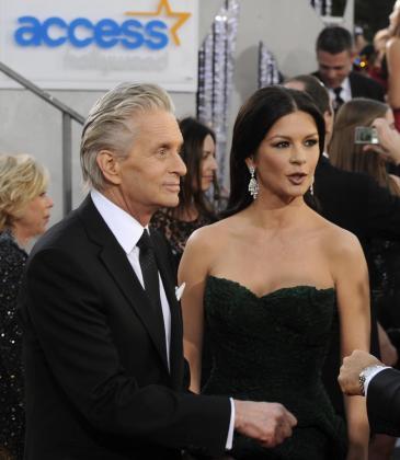 Los actores Michael Douglas (i) y Catherine Zeta-Jones (d) en una foto de archivo de 2011.