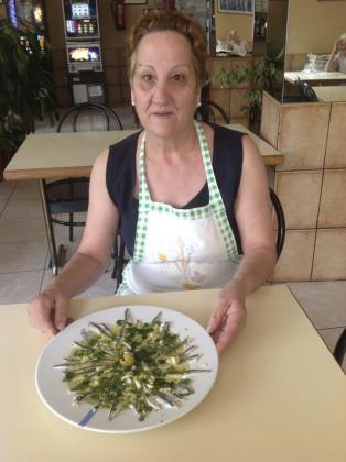 Un sabroso plato de boquerones al Oli de Mallorca presentado por la autora de la receta.