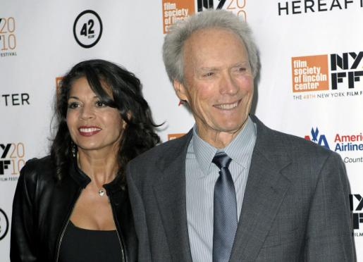 Clint Eastwood y Dina Ruiz.