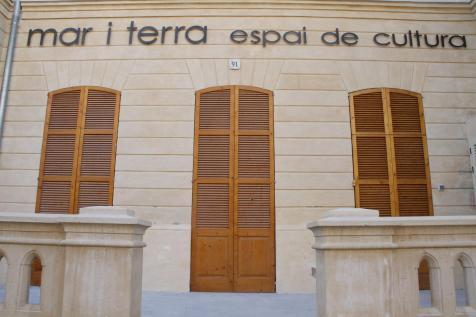 Imagen de la fachada del teatro Mar i Terra.