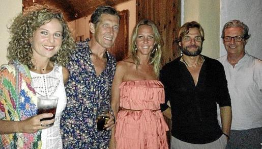 Laura Company, Richard Rasmussen, Susi Bellafont, Fede Pinya y Miguel Palacio, en el aperitivo.