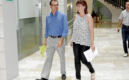 Barceló (Més) y Armengol (PSIB), el pasado julio, poco antes de una comparecencia conjunta.