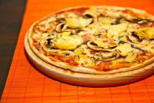 Una de las sabrosas pizzas de ses Estacions, elaboradas con masa casera e ingredientes frescos.