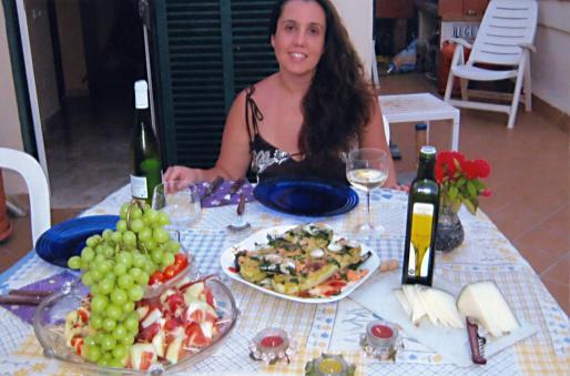 Beatriz Amor presenta la receta de unos calabacines rellenos de marisco con aceite Oli de Mallorca DO.