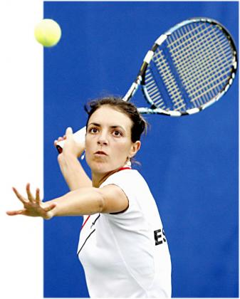La tenista mallorquina Nuria Llagostera, durante un partido con el equipo español de Copa Federación.