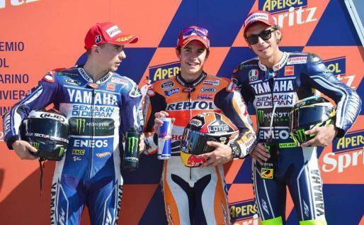 Los espaoles Jorge Lorenzo y Marc Márquez y el italiano Valentino Rossi, tras la sesión de clasificación del Gran Premio de San Marino de MotoGP.
