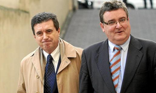 Jaume Matas, junto a su abogado Miguel Arbona, declaró como imputado en el 'caso Over'