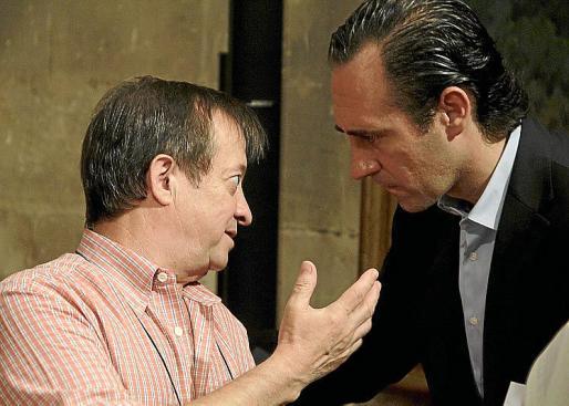 Bravo conversa con el president Bauzá, en una imagen de archivo.