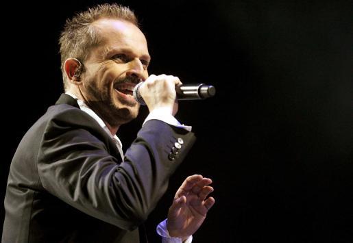 """El cantante español Miguel Bosé, durante un concierto de su gira """"Cardio Tour"""" en Bogotá."""