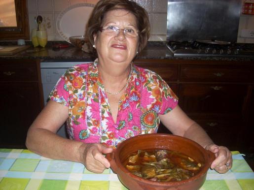 María Morales, con su escabeche de obladas elaboradas con aceite Oli de Mallorca DO