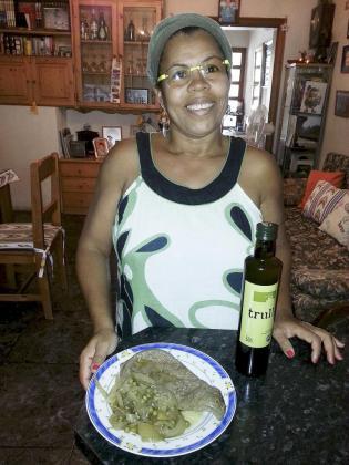 Eliane dos Santos Oliveira con su receta de hígado de ternera cocinado con Oli de Mallorca DO