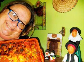 Cazuela horneada mediterránea de verduras y huevos camperos