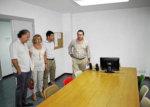 El alcalde y otros regidores visitaron las nuevas instalaciones de la Escola de Música.