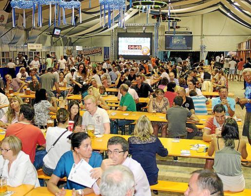 Un gran número de personas se acercaron a la inauguración de la fiesta de la cerveza por excelencia.